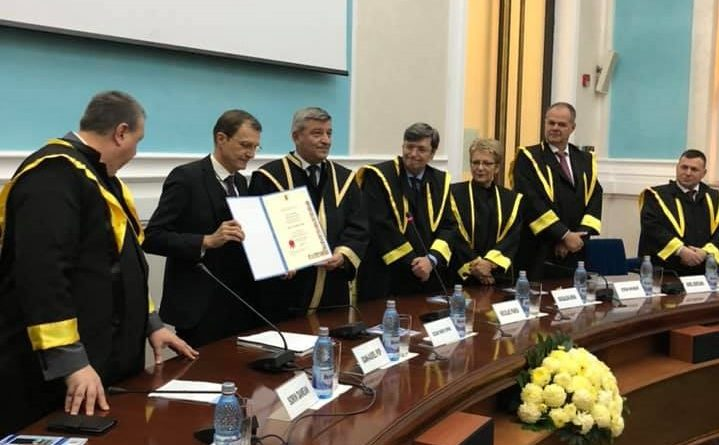 Președintele Academiei Române a primit titlul de Doctor Honoris Causa la Craiova