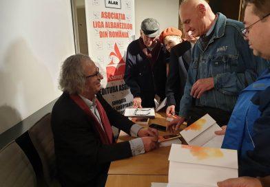 Scriitorul Agim Isaku, în mijlocul cititorilor din România